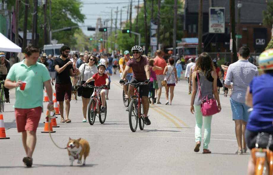 It takes a special event like Cigna Sunday Streets to clear lower Westheimer of traffic. Photo: Melissa Phillip, Staff / © 2015  Houston Chronicle