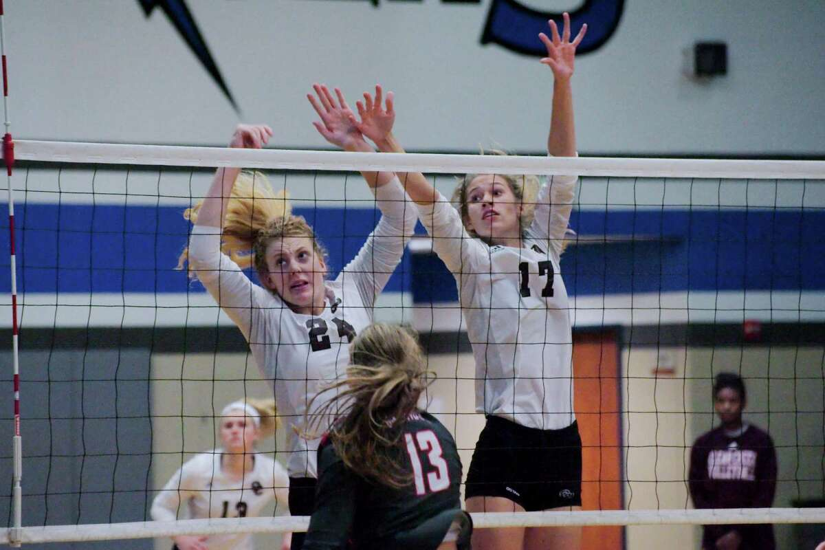 Clear Creek's Jenna Metzinger (24) and Clear Creek's Allie Garland (17) watch the ball as it crosses the net against Oak Ridge during the BSN/Under Armour CCISD Volleyball Tournament Championship at Clear Springs High School Saturday, Sep. 3.