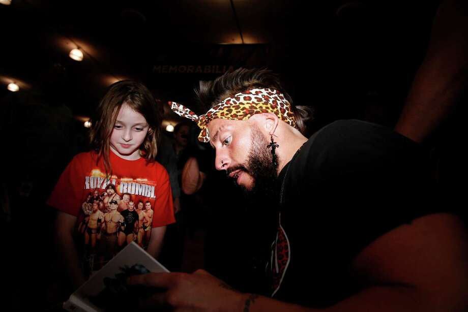 FILE - American professional wrestler Eric Arndt aka Enzo Amore signs an autograph in San Jose, Calif., on Thursday, March 26, 2015. Tuesday, the WWE announced it had suspended Arndt after a woman accused him of raping her. Photo: Scott Strazzante, Staff Photographer / ONLINE_YES