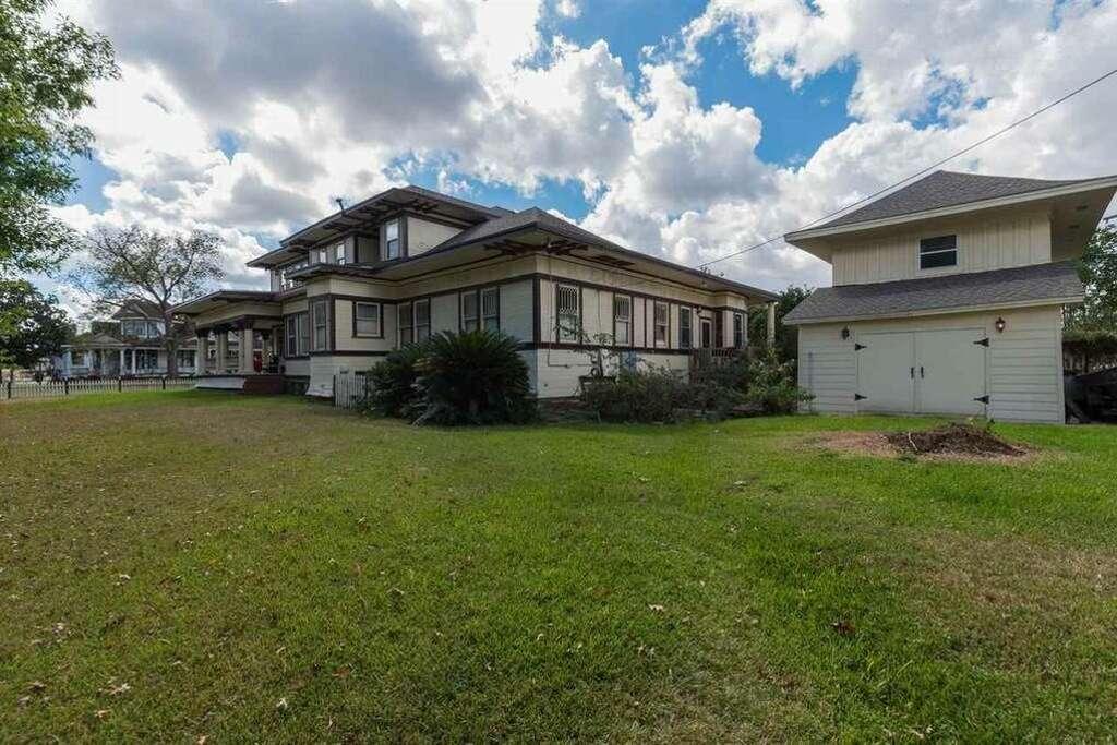1822 Broadway Street, Beaumont, Texas 77701 $299,900. 4 Bedrooms; 3.5  Bathrooms.