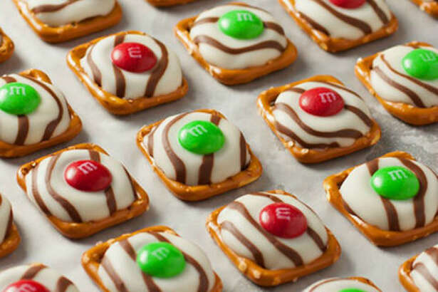 CHRISTMAS PRETZEL M&M HUGS  