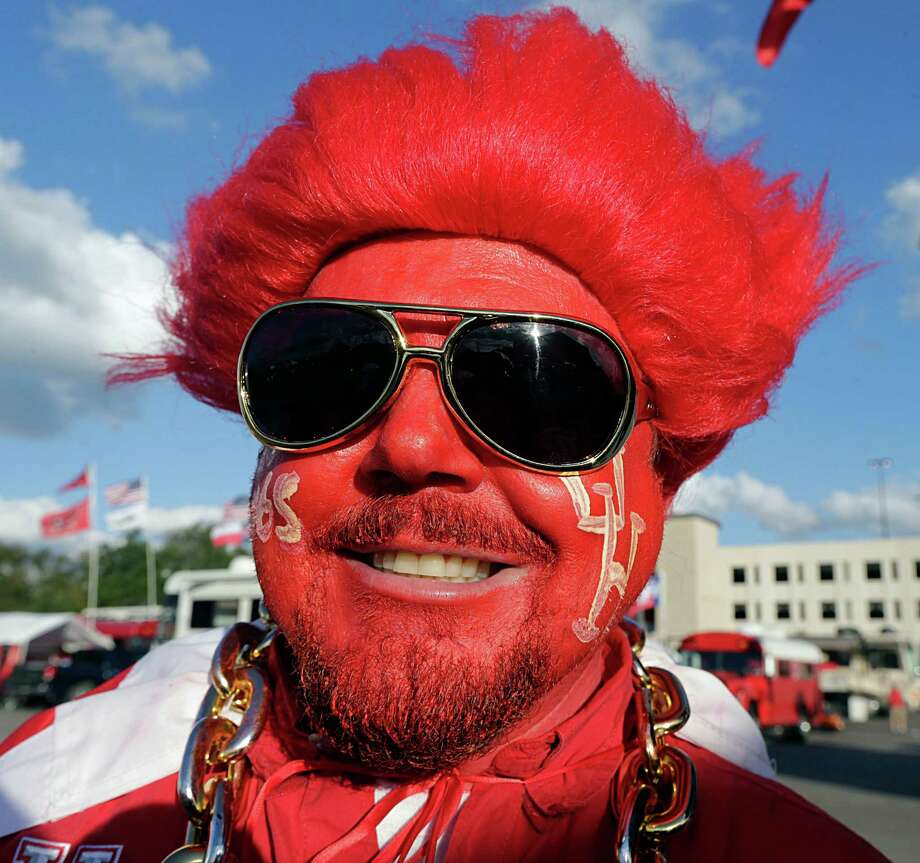 A UH fan before the Louisville game. Photo: James Nielsen, Houston Chronicle / © 2016  Houston Chronicle