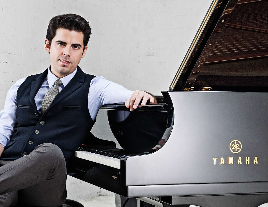 """Pianist Tony DeSare dazzled audiences during Opening Night of the Houston Symphony Pops concernt """"I love a Piano"""" with renditions of Billy Joel, Elton John, and John Lennon classics, as well as a couple original pieces. Photo: Photo By Vincent Soyez"""