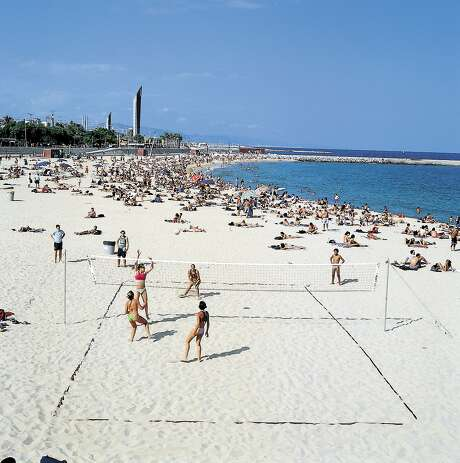 Barcelona is acity of wonders— distinctivearchitecture,world-class artand delicious foodin a scrumptiouspackage of mildclimate, urbanwalkability andreasonable cost. Photo: COURTESY BARCELONA TURISME