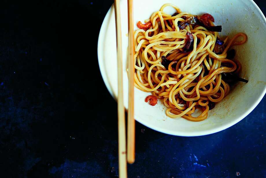"""Shanghai Garlic Noodles with Dried Shrimp and Spring Onion Oil from """"Land of Fish and Rice: Recipes from the Culinary Heart of China,"""" by Fuchsia Dunlop (W.W. Norton) Photo: Sarah Fritsche, Photos Courtesy Of W.W. Norton"""