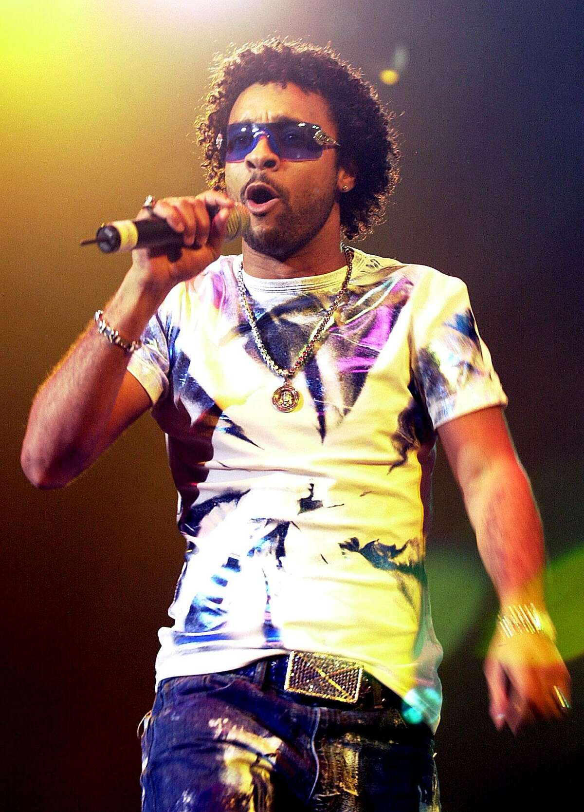 Shaggy performs during a concert at the Nassau Coliseum in Uniondale, N.Y., Friday, June 1, 2001. (AP Photo/Ed Betz)