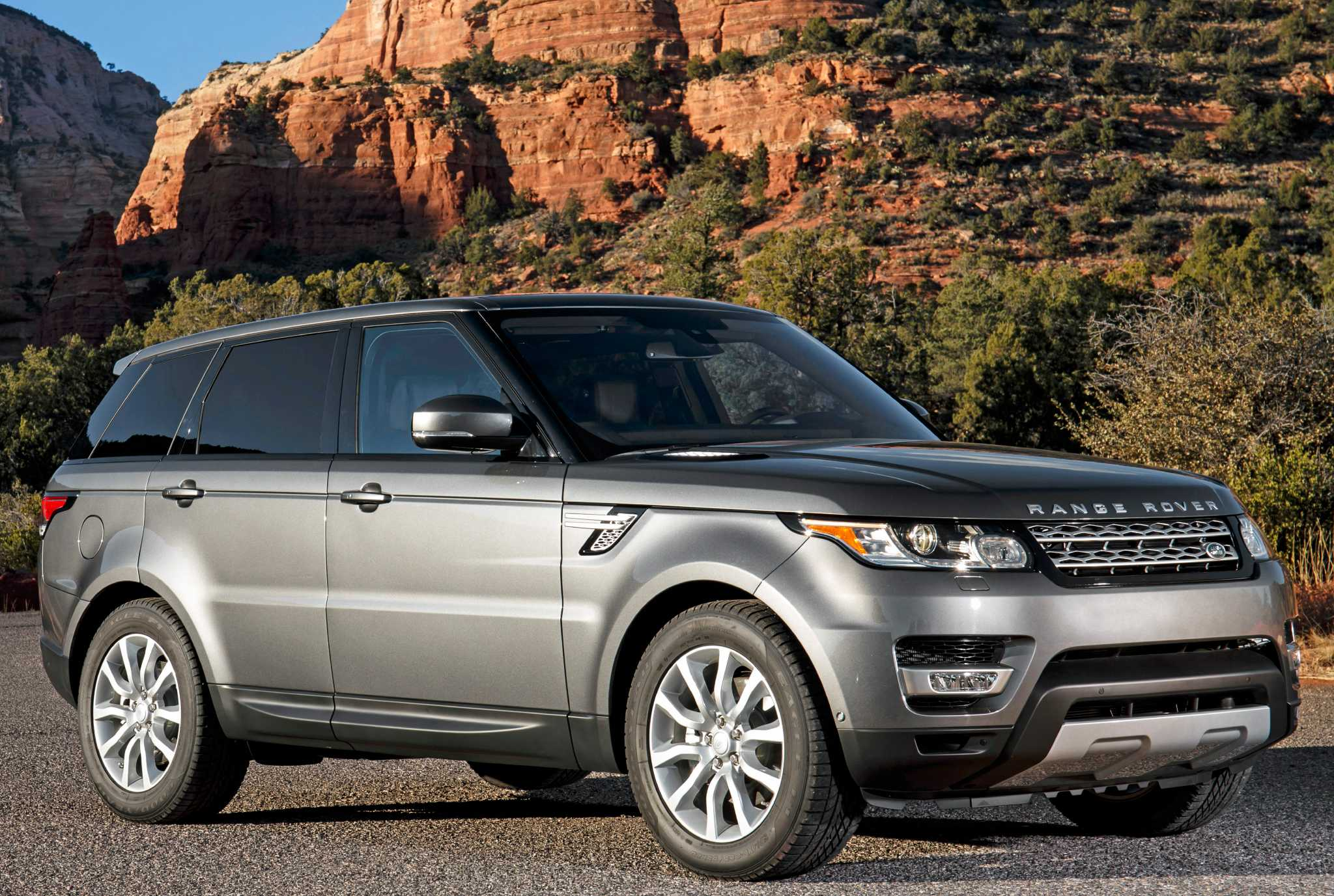range rover sport lifts fuel economy with new engine option houston chronicle. Black Bedroom Furniture Sets. Home Design Ideas