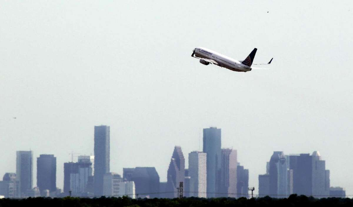 Until 2004, a round-trip ticket between Ellington Field and George Bush Intercontinental Airport was free for passengers connecting on another Continental flight. The Ellington-IAH trip took 13 minutes and covered 24.28 miles.