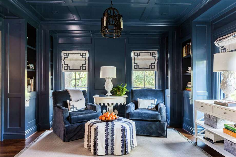 The sitting room in the River Oaks home of restaurateur Tracy Vaught and chef Hugo Ortega. Photo: Julie Soefer / Julie Soefer Photography