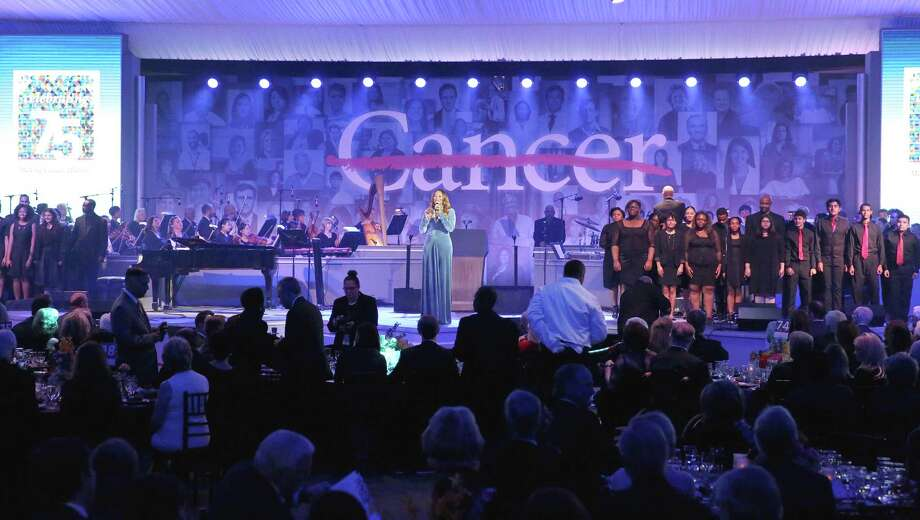 Grammy Awards winner Yolanda Adams performs with local high school students at the 75th Anniversary Gala of University of Texas MD Anderson Cancer Center Thursday, Nov. 10, 2016, in Houston. (Yi-Chin Lee / Houston Chronicle ) Photo: Yi-Chin Lee, Staff / © 2016  Houston Chronicle