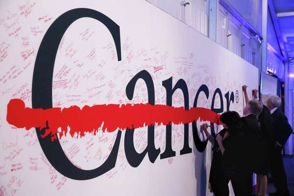 Guests are invited to write their thoughts on a board at the 75th Anniversary Gala of University of Texas MD Anderson Cancer Center Thursday, Nov. 10, 2016, in Houston. (Yi-Chin Lee / Houston Chronicle )