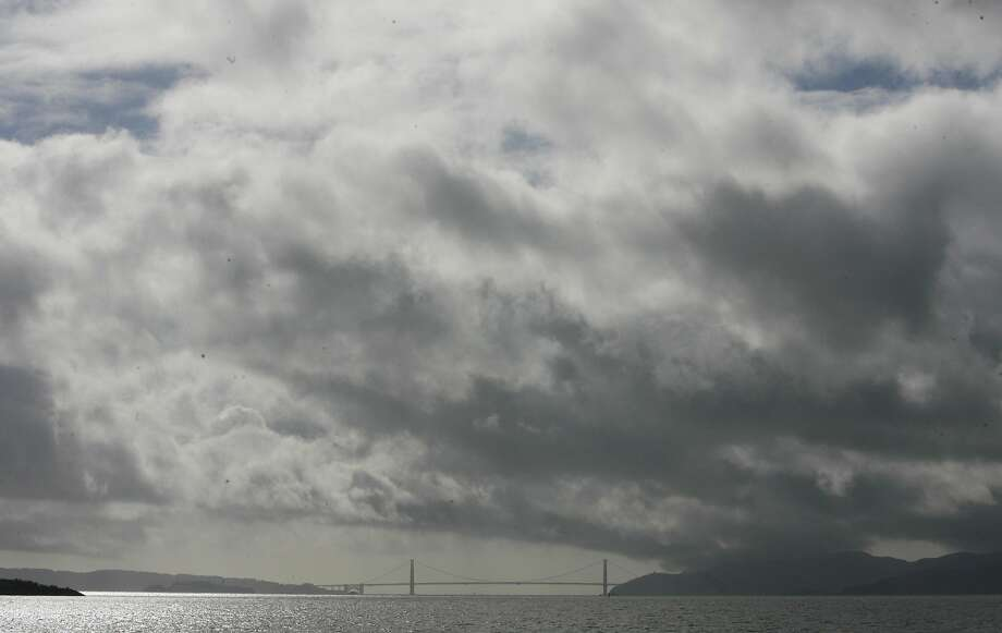 A storm moving into the Bay Area Friday night could whip up winds up to 45 mph, forecasters said. Photo: Mark Costantini, SFC