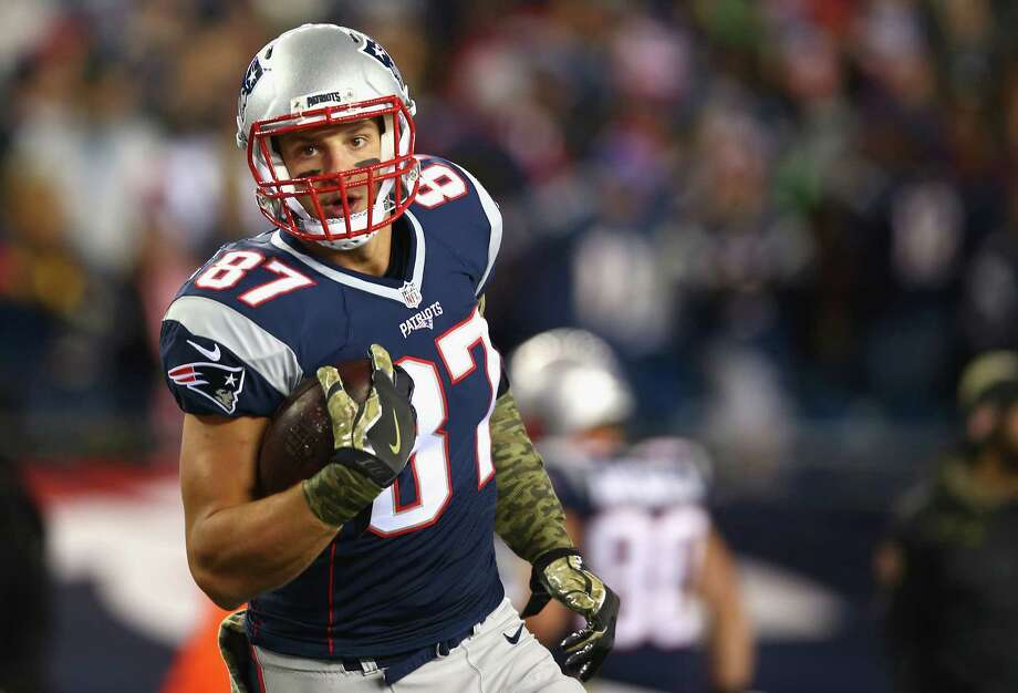 FOXBORO, MA - NOVEMBER 13: Rob Gronkowski #87 of the New England Patriots warms up before a game against the Seattle Seahawks at Gillette Stadium on November 13, 2016 in Foxboro, Massachusetts.  (Photo by Adam Glanzman/Getty Images) ORG XMIT: 663936685 Photo: Adam Glanzman / 2016 Getty Images