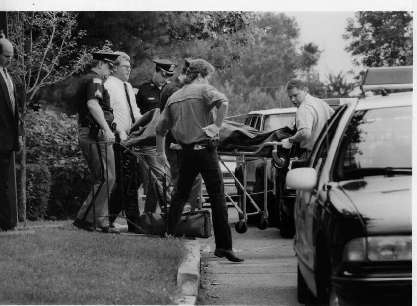 Police remove a Wilomeana Filkins's body from Coventry Apartments off Horizon View Drive in 1994. (Times Union archives)
