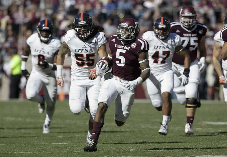 Texas A&M running back Trayveon Williams (5) breaks loose from UTSA defenders for a touchdown during the third quarter of an NCAA college football game Saturday, Nov. 19, 2016, in College Station, Texas. (AP Photo/Sam Craft)