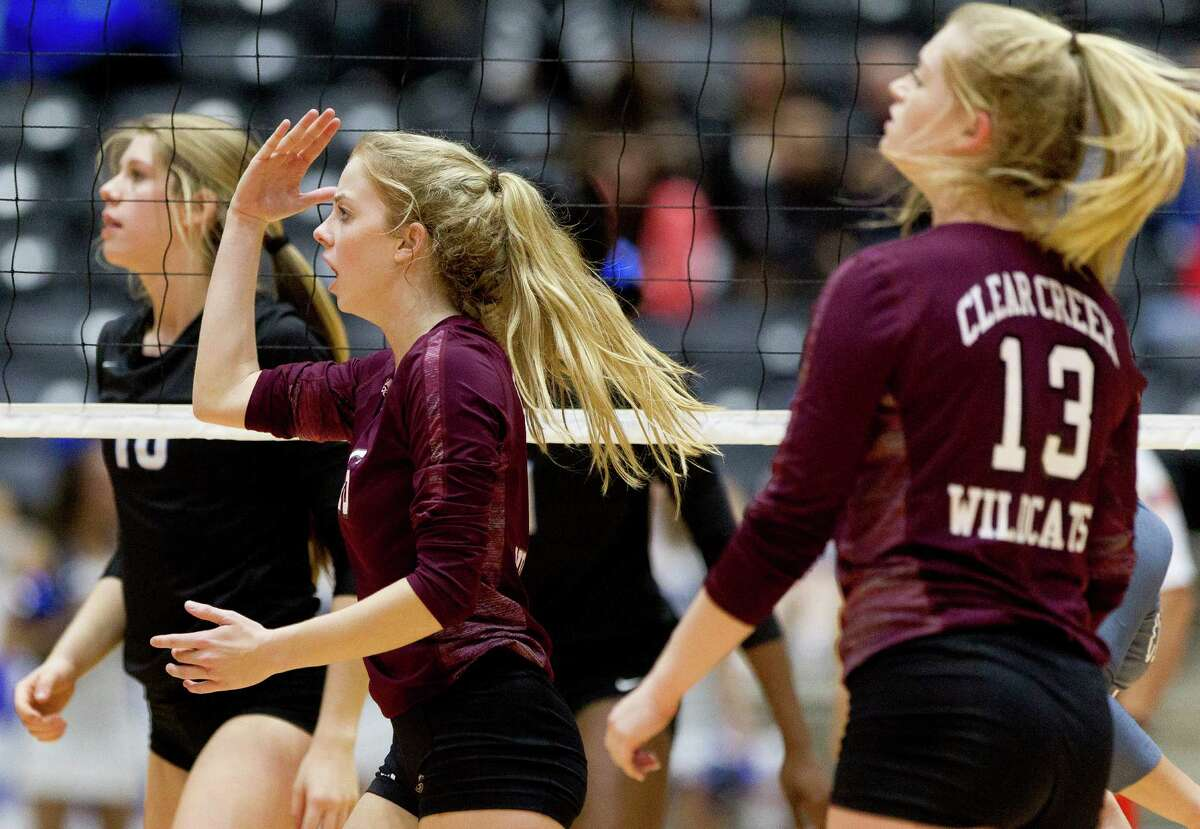 Clear Creek's Kelsey Childers (16), left, looks for a lift call against Lewisville Hebron's Lexie Douglas (10) in the third set of the Class 6A state final match during the UIL State Volleyball Championships at the Curtis Culwell Center Saturday, Nov. 19, 2016, in Garland. Lewisville Hebron defeated Clear Creek in straight sets.