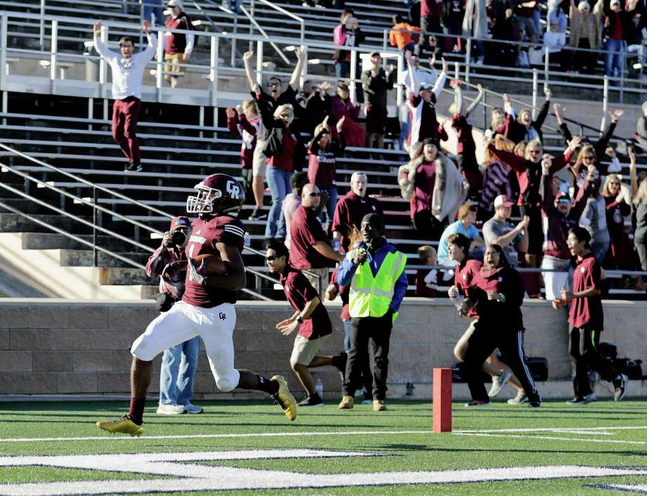 Cinco Ranch wide receiver Greg Williams Jr. scores the game-winning touchdown with 1:22 left in the game, finishing with two TDs and 182 yards off eight catches. Photo: Tim Warner, Freelance / Houston Chronicle