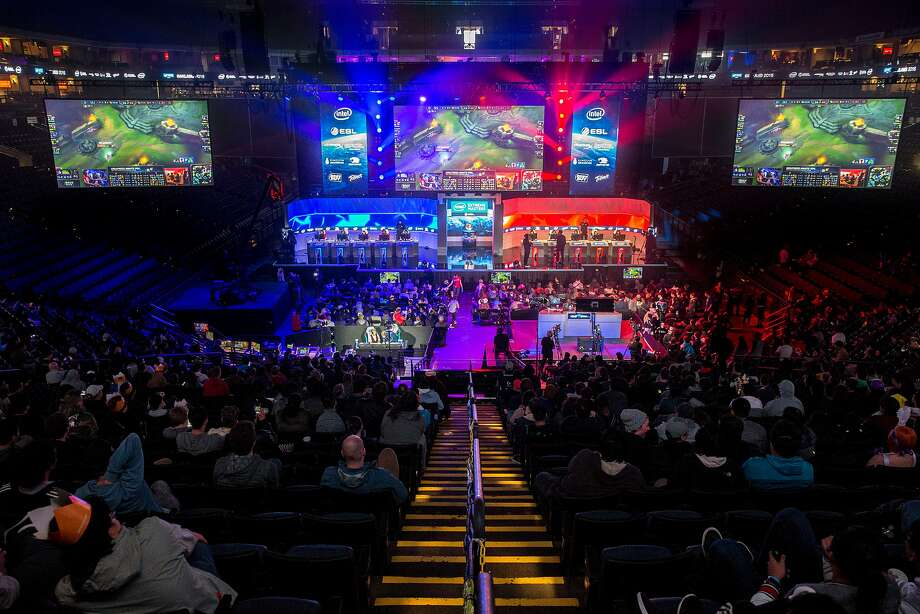 A League of Legends match between Stanford (left) and UC Berkeley, during the Intel Extreme Masters at the Oracle Arena in 2016 in Oakland. Photo: Santiago Mejia, The Chronicle