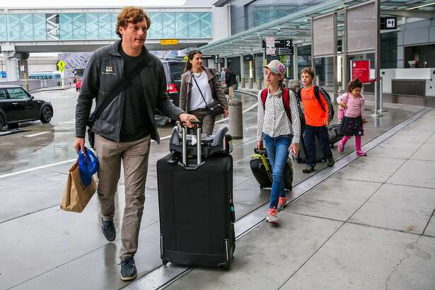 (l-r) Noah Hagey, Allison Hagey, Jolie Hagey, 11, Brooks Hagey, 8 and Eva Hagey, 5, walk with their baggage before getting on a flight to Austin, Texas for the Thanksgiving holiday, at San Francisco International Airport, in San Francisco, California, on Sunday, Nov. 20, 2016.