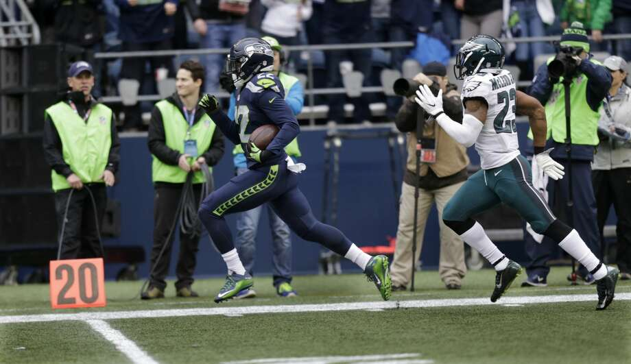 Seattle Seahawks running back C.J. Prosise, left, outruns Philadelphia Eagles free safety Rodney McLeod, right, to score a touchdown in the first half of an NFL football game, Sunday, Nov. 20, 2016, in Seattle. (AP Photo/Stephen Brashear) Photo: Stephen Brashear/AP