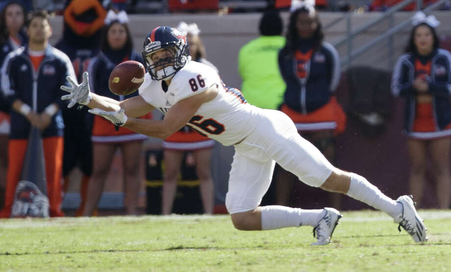 UTSA wide receiver Brady Jones (86) stretches out to try and make a catch against Texas A&M during the first quarter of an NCAA college football game Saturday, Nov. 19, 2016, in College Station, Texas. (AP Photo/Sam Craft) Photo: Sam Craft, Associated Press / AP