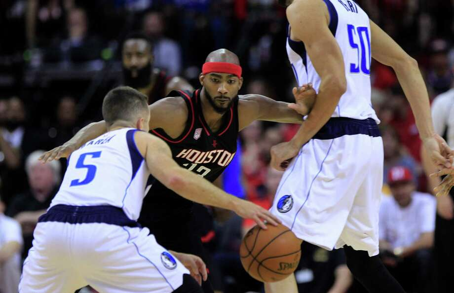 Forward Corey Brewer, center, gives the Rockets a defender who can also get out on the break. Photo: Mark Mulligan, Staff / © 2016 Houston Chronicle