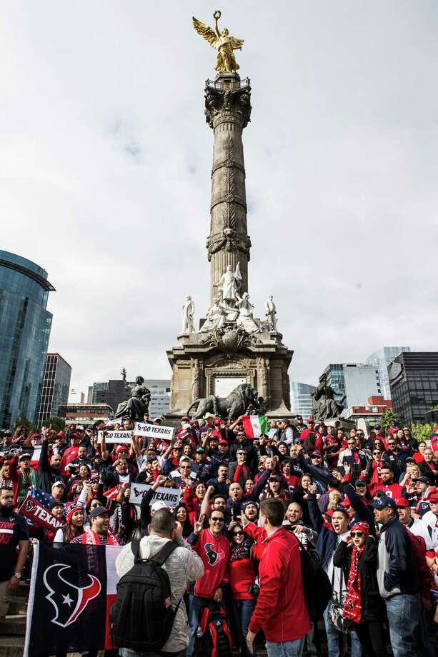 Houston Texans fans gather for a Traveling Texans photo at the Angel de la Independencia monument on Sunday, Nov. 20, 2016, in Mexico City. ( Brett Coomer / Houston Chronicle ) Photo: Brett Coomer, Staff / © 2016 Houston Chronicle