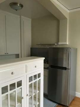 Marina kitchen, awkward shot 1. Source: Craigslist