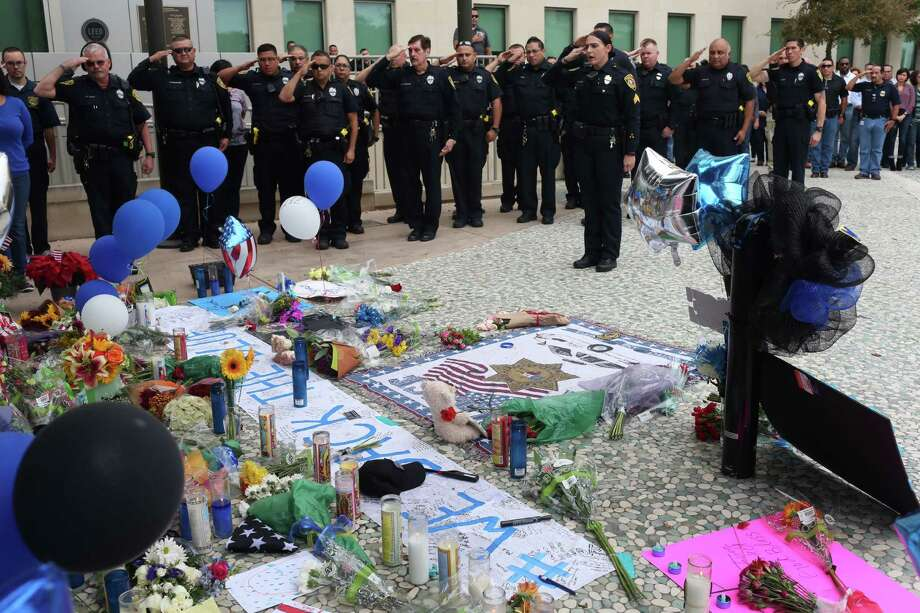 Bexar County Sheriff's Office deputies and personnel salute at the makeshift memorial for slain San Antonio Police Department Detective Benjamin Marconi in front of police headquarters on Nov. 22, 2016.Stea Rep. Jason Villalba, R-Dallas, introduced a house bill on Nov. 21, 2016, that would make it a hate crime to target police officers, firefighters and medical first responders. Photo: Jerry Lara, San Antonio Express-News / 2016 San Antonio Express-News