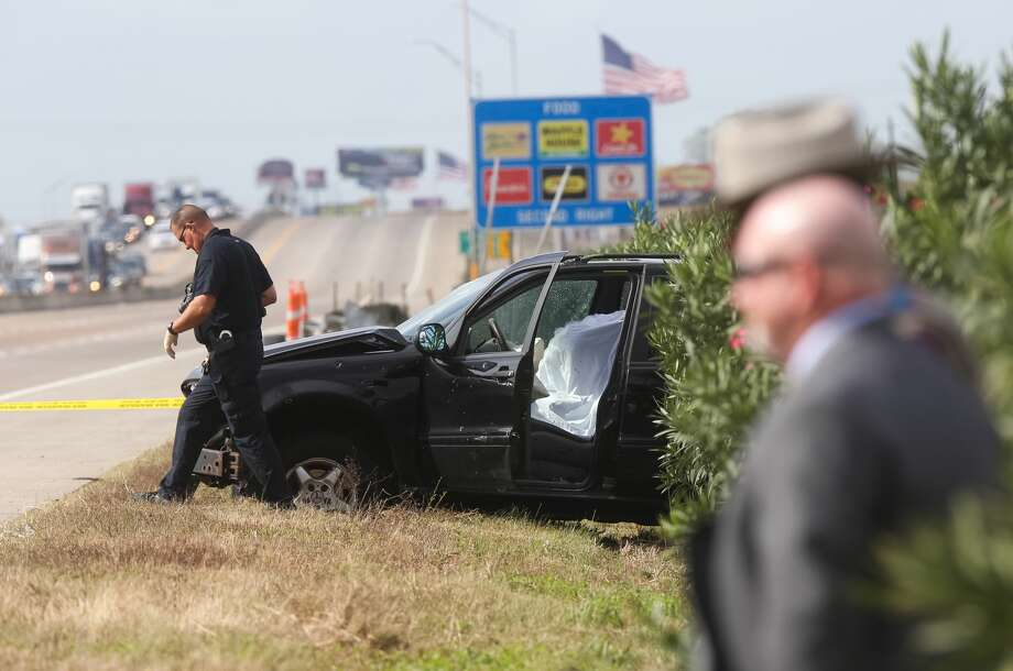 Authorities investigate the scene where a police chase ended in a crash and an officer-involved shooting on I-10 near Sjolander Road in Baytown, Tuesday, Nov. 22, 2016. Photo: Jon Shapley | Houston Chronicle