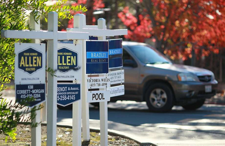 A row of for sale signs are posted at the entrance to a housing complex on November 30, 2011 in Larkspur, California.  Photo: Justin Sullivan, Getty Images