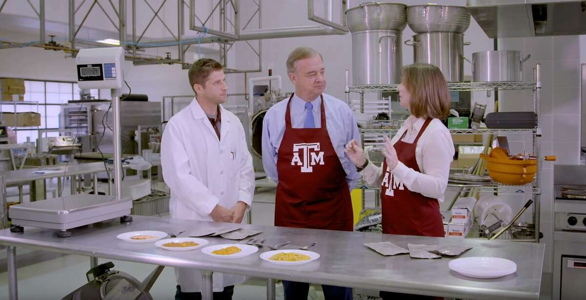 Texas A&M recently released a video explaining the process of making the foods that astronauts aboard the International Space Station eat. Click through for some 20-minute Thanksgiving recipes.