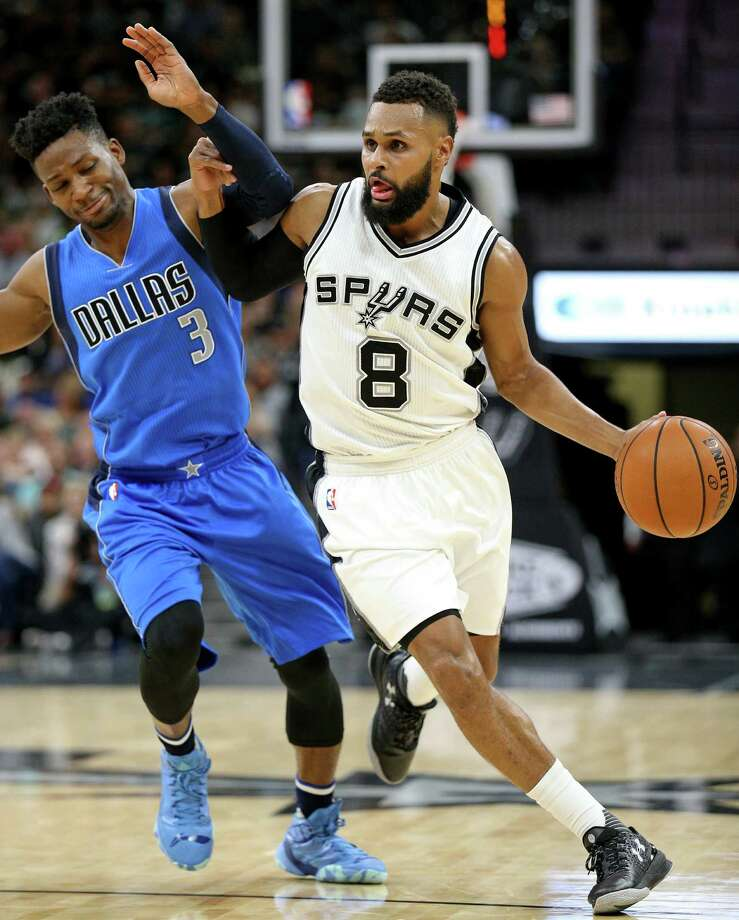 Spurs' Patty Mills looks for room around Dallas Mavericks' Jonathan Gibson during first half action on Nov. 21, 2016 at the AT&T Center. Photo: Edward A. Ornelas /San Antonio Express-News / © 2016 San Antonio Express-News