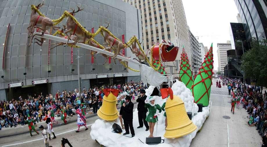 Thanksgiving parade unites Houstonians as holiday season