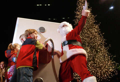 Heb Hours Christmas Eve.Free Stuff H E B Thanksgiving Day Parade Houston Chronicle