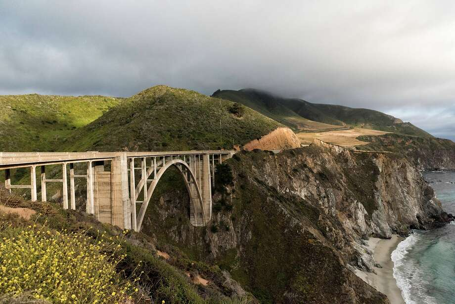 Locals are fed up by the massive tourist crowds driving down Highway 1 in Big Sur. Photo: David Chen / EyeEm / Getty Images, Getty Images/EyeEm