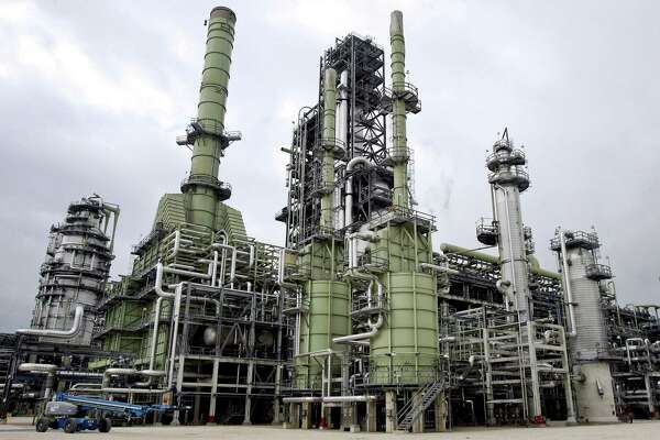 Largest new U S  oil refinery in nearly 40 years slated for