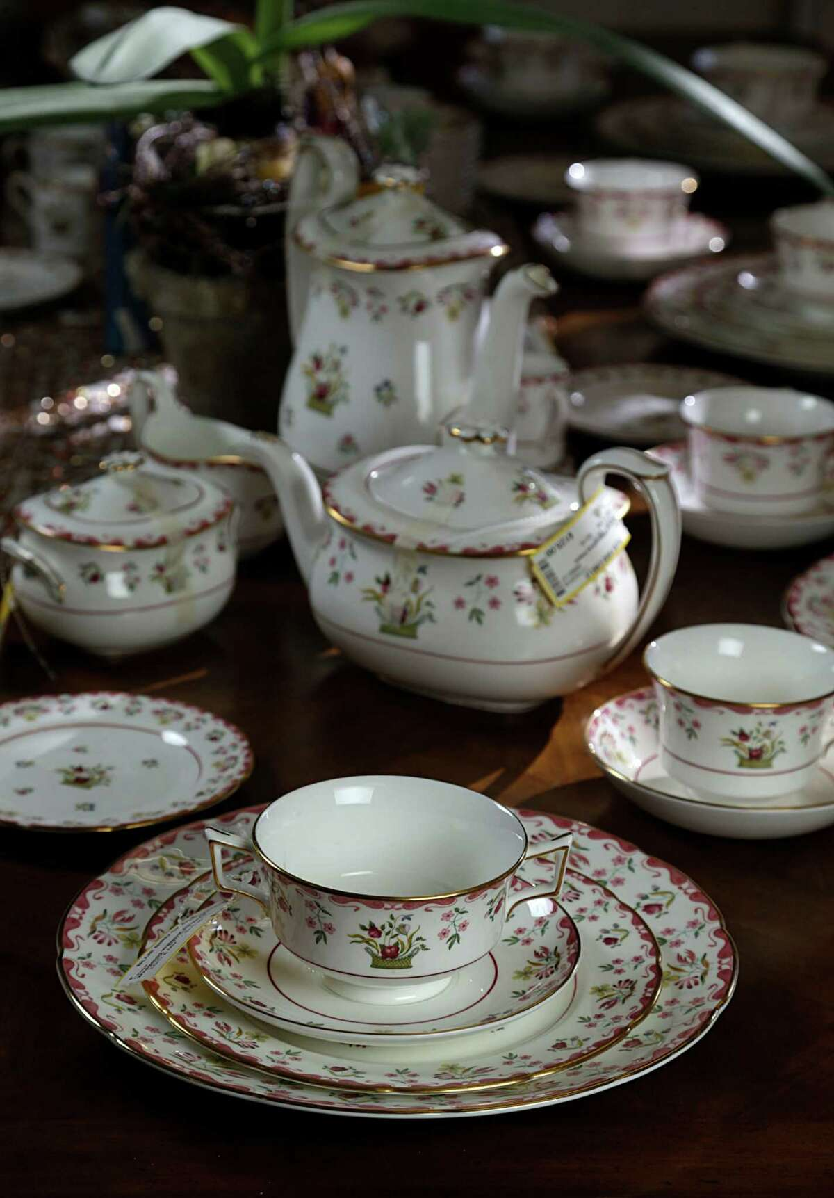 A set of Wedgewood Williamsburg china for sale at Bluebird Circle Resale Shop Nov. 12, 2016, in Houston. ( James Nielsen / Houston Chronicle )