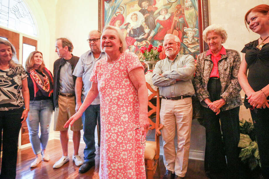 Lillian Niederhofer speaks during a party in honor of her generosity and assistance to numerous local arts entities on Saturday at her home in Conroe. Photo: Michael Minasi, Staff / © 2016 Houston Chronicle