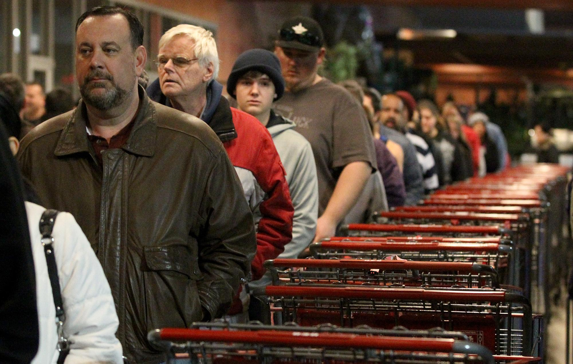 U S  holiday shopping season to kick off amid shifting