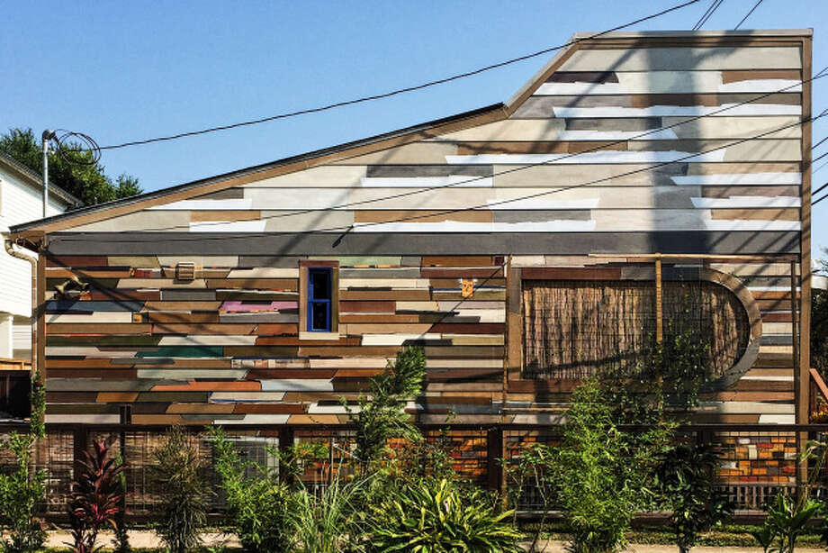 """The """"oops""""-painted side of the house. Photo: Lucas Masllorens / Modest Digs"""