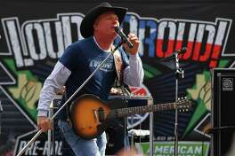 "Kevin Fowler is getting lots of fan support for his new ""Coming to a Honky Tonk Near You."""