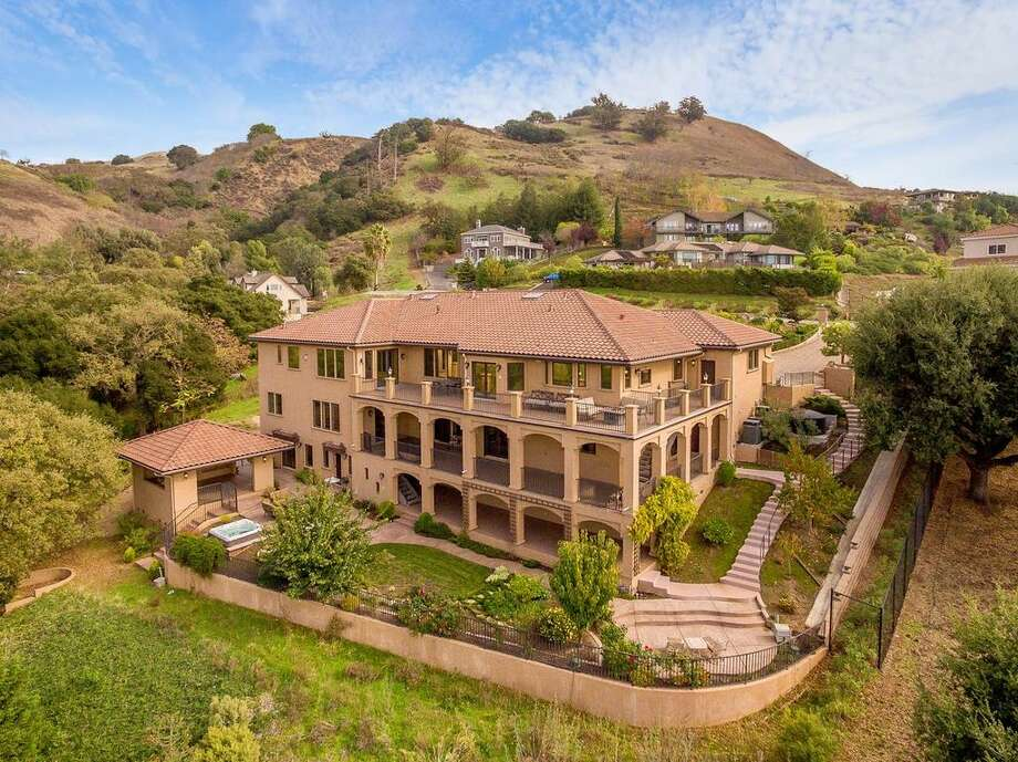 Former San Francisco 49ers tight end Vernon Davis is selling his San Jose Mediterranean-style mansion for $2.849 million. Photo: Scott Dubose