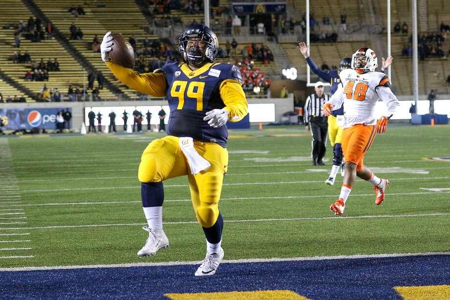 Malik McMorris runs into the end zone in the fourth quarter of Cal's rout of Oregon State last Saturday.  2015 Oregon State Beavers at Cal Bears Football Photo: Al Sermeno, CalBears.com