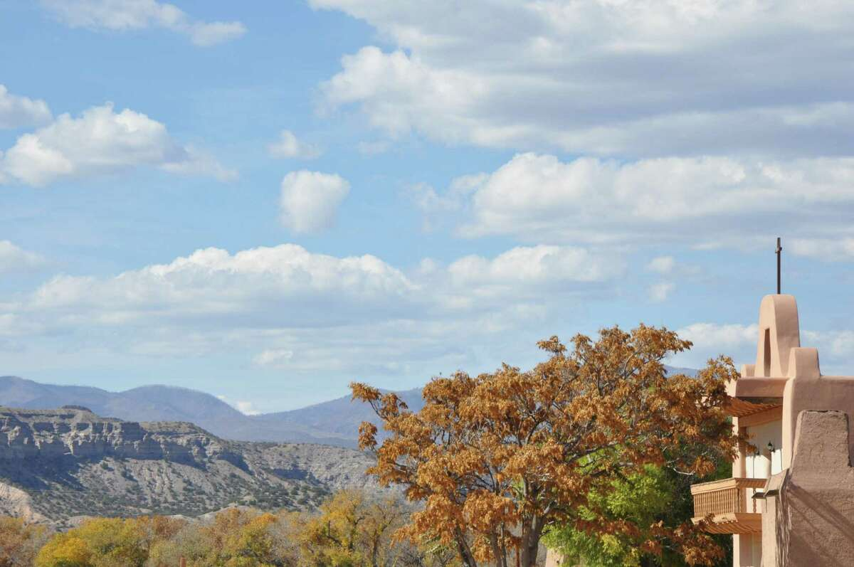The view of the Jemez Mountains from the†Than Povi Fine Art Gallery at the San Ildefonso pueblo.