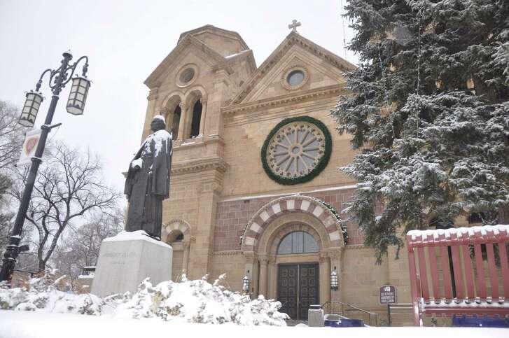Winter scenes †along Canyon Road in Santa Fe, N.M.