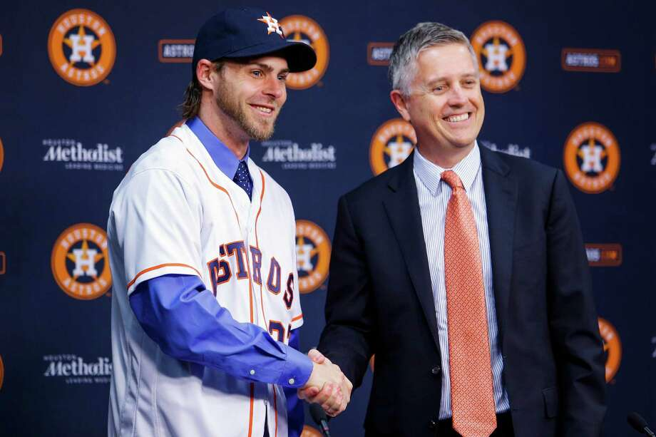 Houston Astros new outfielder Josh Reddick, left, shakes hands with general manager Jeff Luhnow as he is introduced at Minute Maid Park Wednesday, Nov. 23, 2016 in Houston. ( Michael Ciaglo / Houston Chronicle ) Photo: Michael Ciaglo, Staff / © 2016  Houston Chronicle