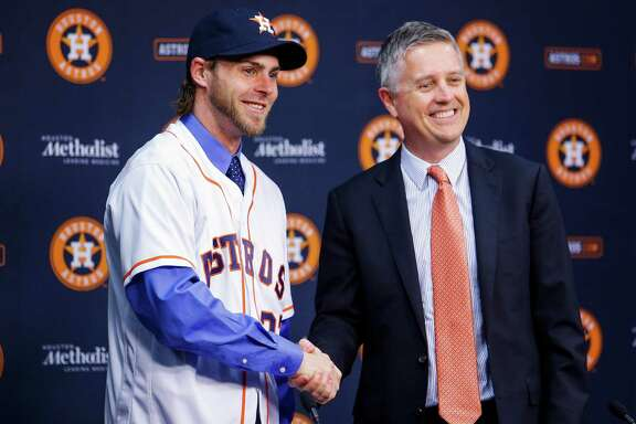 Houston Astros new outfielder Josh Reddick, left, shakes hands with general manager Jeff Luhnow as he is introduced at Minute Maid Park Wednesday, Nov. 23, 2016 in Houston. ( Michael Ciaglo / Houston Chronicle )