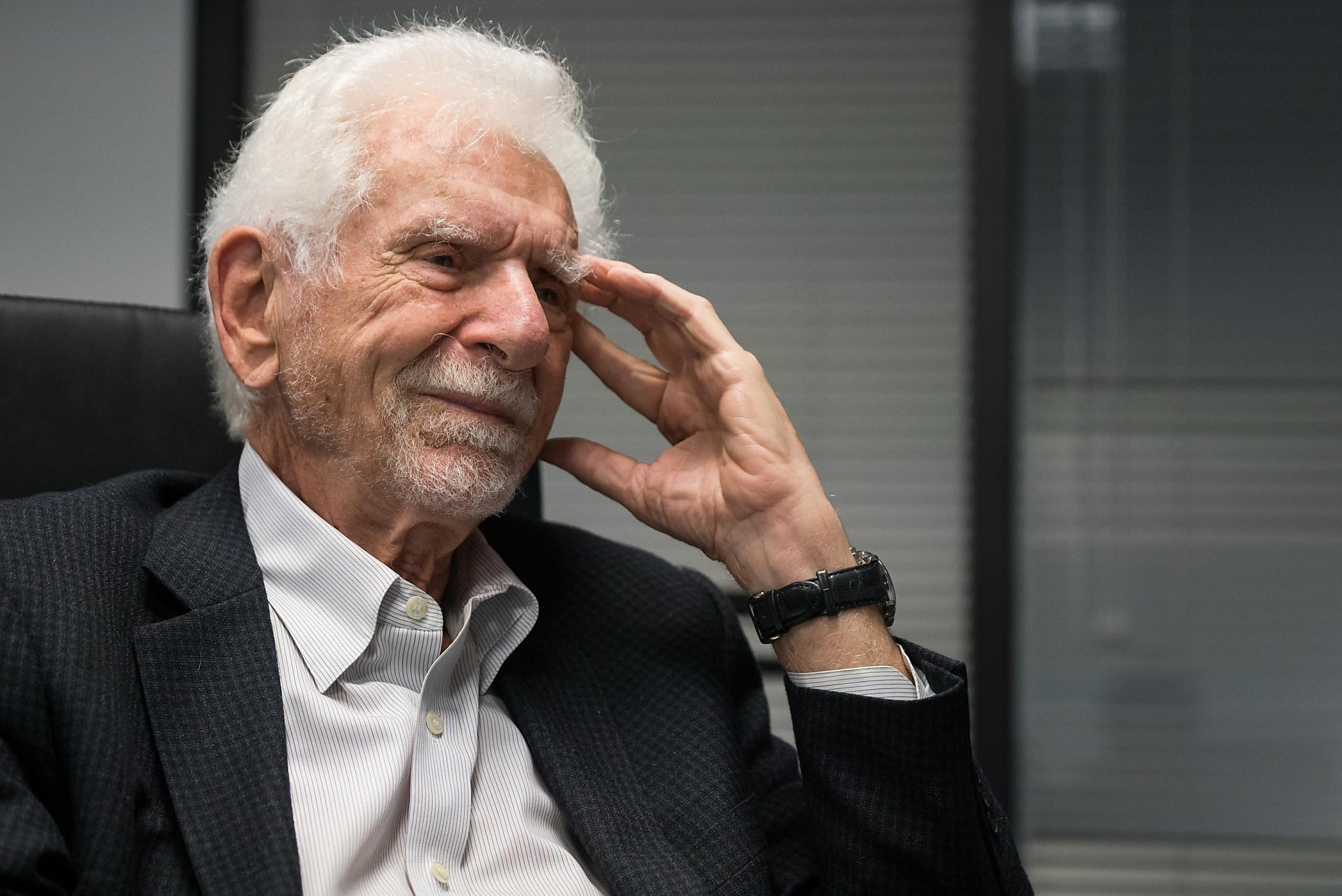 research paper+martin cooper+cell phone Four years later martin cooper of motorola made the markets 8 one of the earliest papers on cell phones examined it introduction: why study mobile phones.