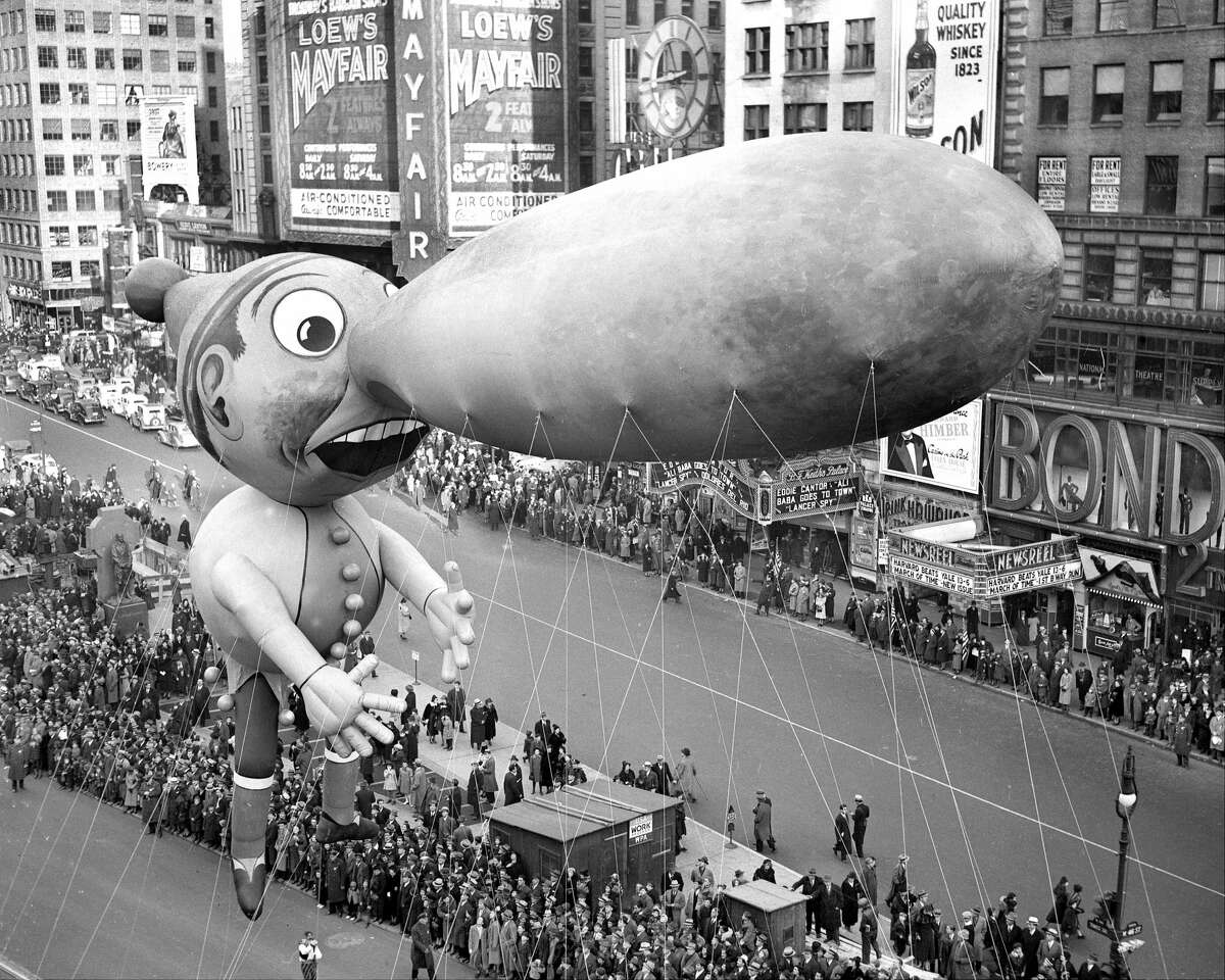 UNITED STATES - NOVEMBER 25: Balloons float down Broadway in thirteenth annual Macy's Thanksgiving Day parade. Seven musical organizations, twenty-one floats and balloon units and 400 costumed marchers participated in this year's merry cavalcade. All doubt as the existence of Santa Claus was dispelled. He Was There! (Photo by Walter Kelleher/NY Daily News Archive via Getty Images)